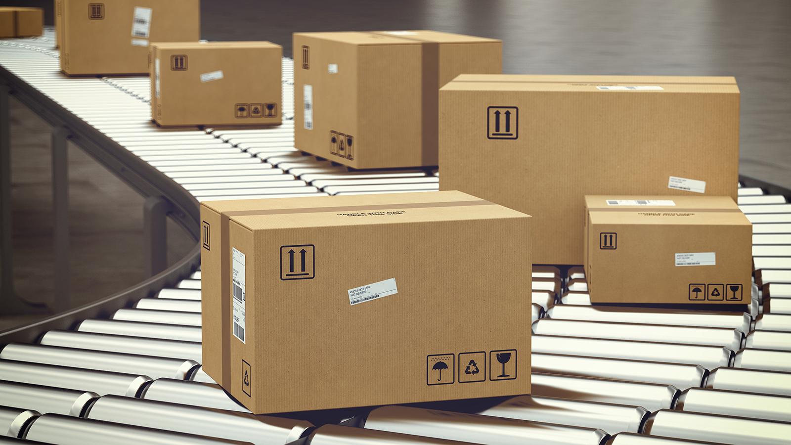omnichannel-webinar-parcels-conveyor-belt_126714957
